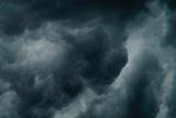 Braver la tempête et la grêle en voiture? Voici comment éviter les dégâts.